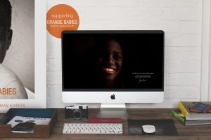 Adrian Kuipers - A Smile From The Dark - Desktop Wallpaper - Preview